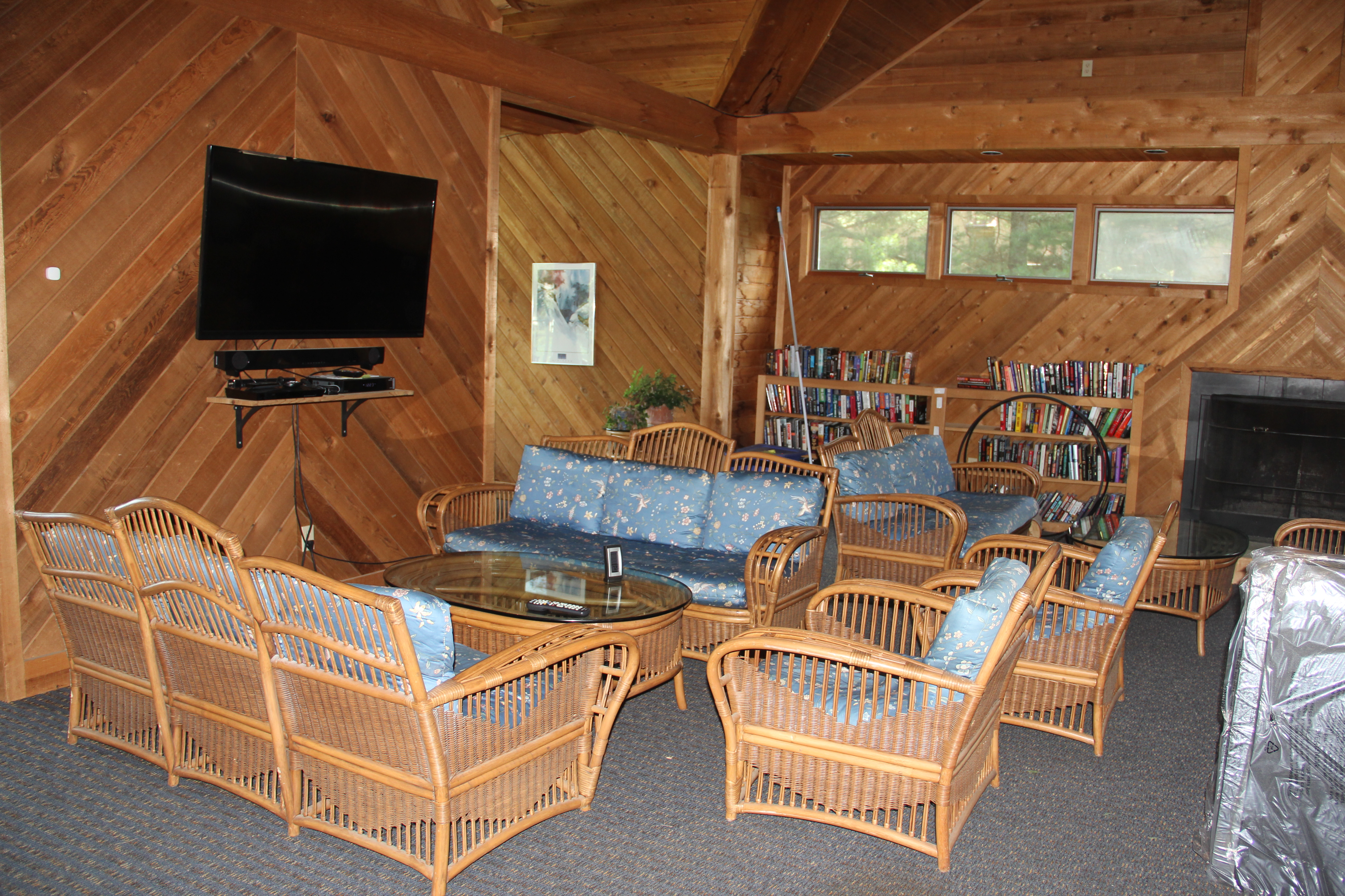 ClubHouse with TV and WiFi
